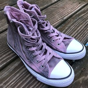 Distressed zippers pink high top converse